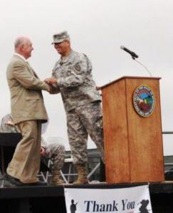 Bill Popp receiving the Commanders Award in 2013